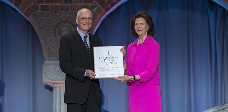 Utdelning av Stockholm Prize in Criminology 2017. HM Drottning Silvia och professor Richard E. Trembley i Stockholms stadshus. Foto Pernille Tofte.